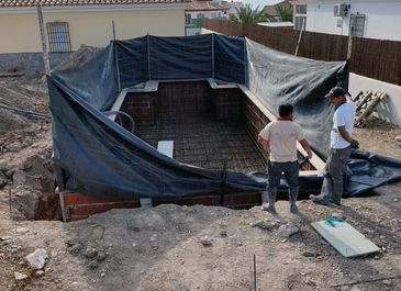 Swimming pool. Preparation for concreting