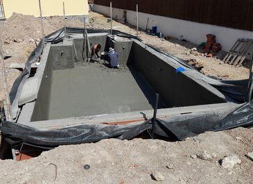Swimming pool. Concreting work in process